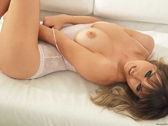danielle sharp modelo topless